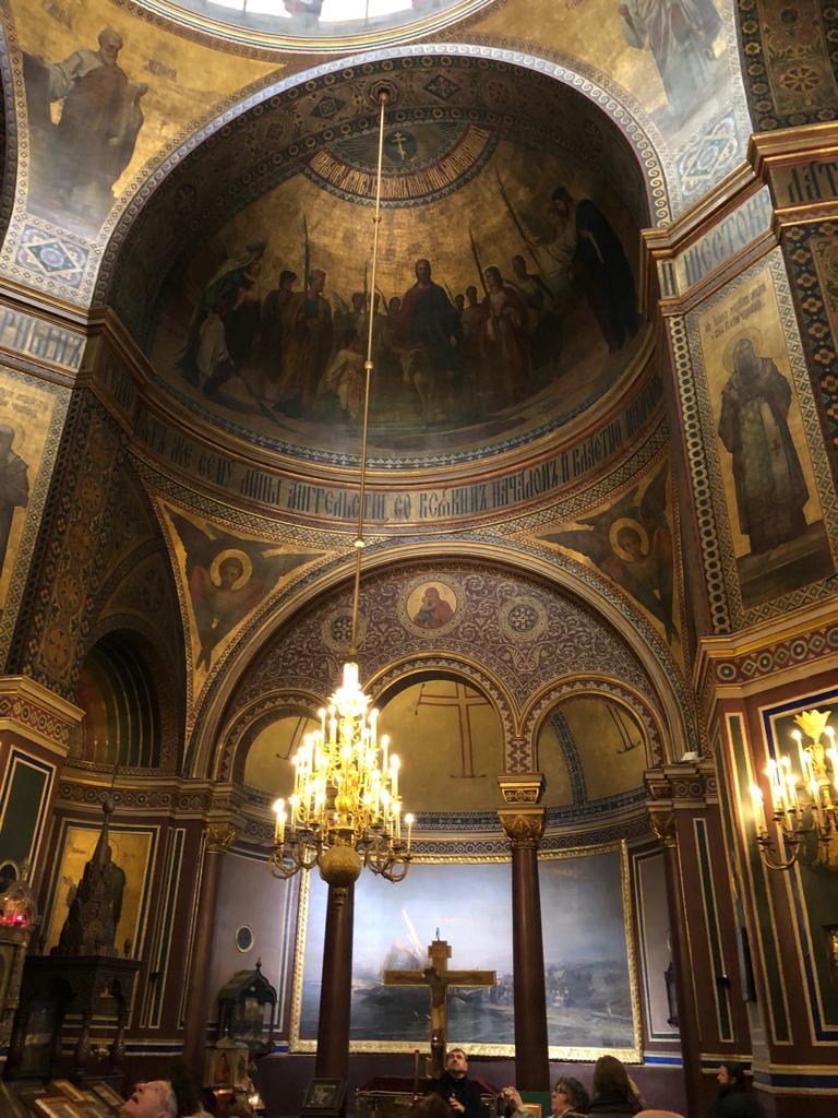 A l'intérieur de la Cathédrale Saint Alexandre Nevski