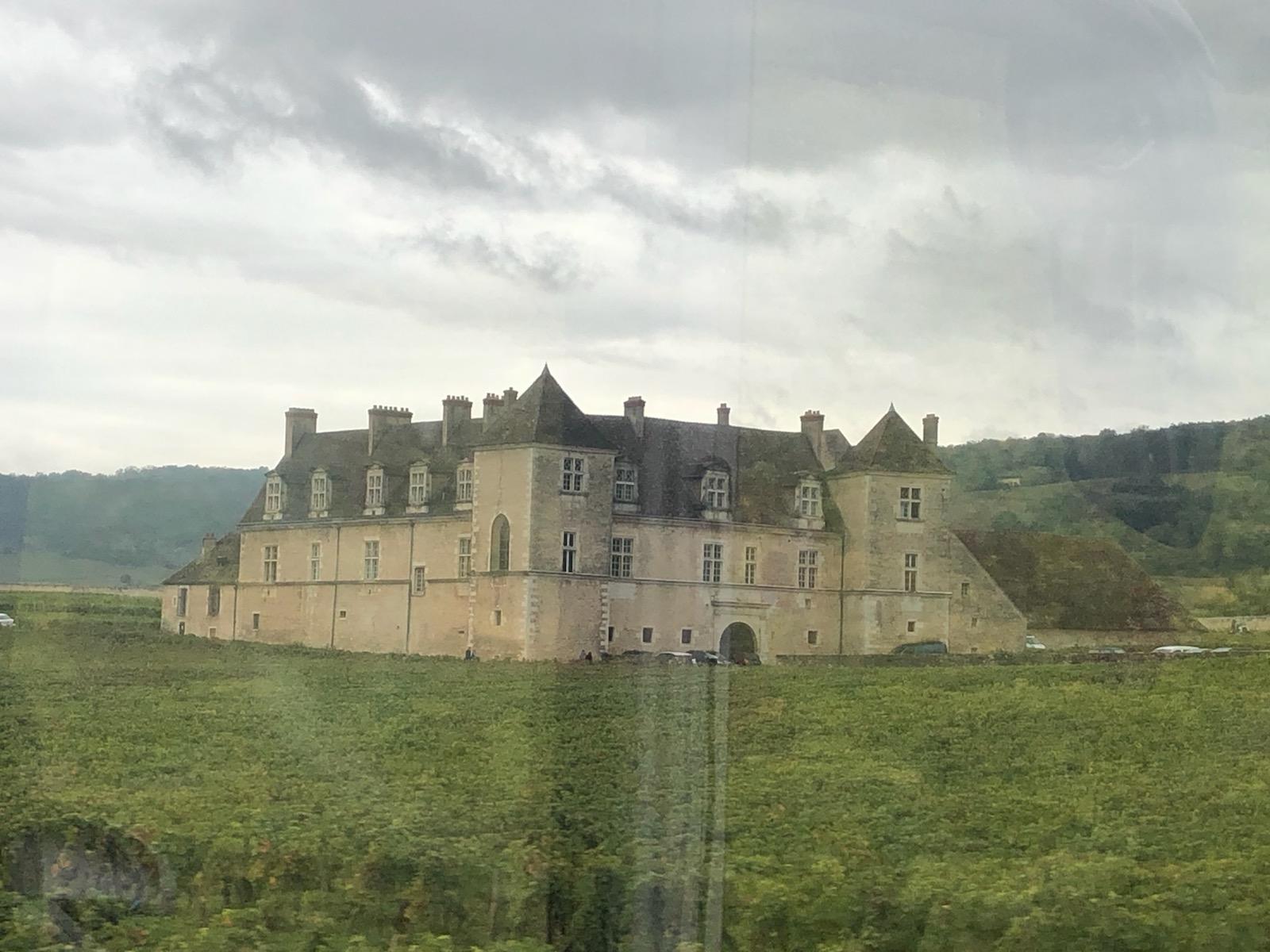 Arrivée au Château du Clos de Vougot