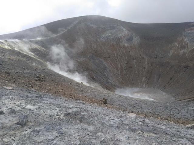 Fumerolles dans le cratère à Vulcano le 8 juin