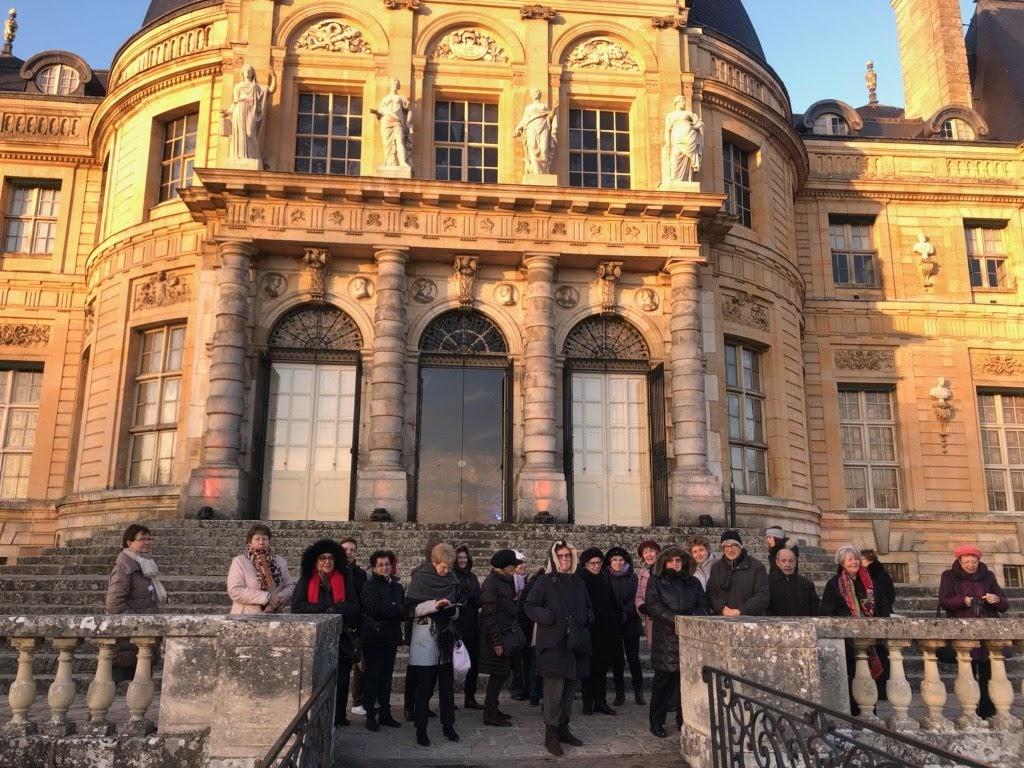 Groupe devant le château