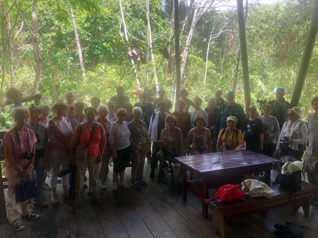 Le groupe dans la brume tropicale le 10 avril