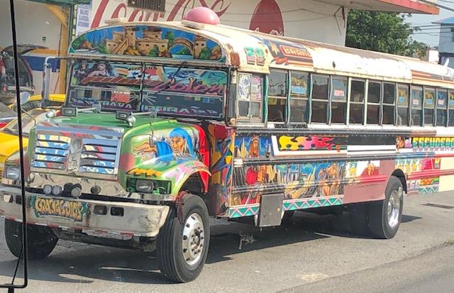 Les bus Diablos sillonnent les routes de Panama