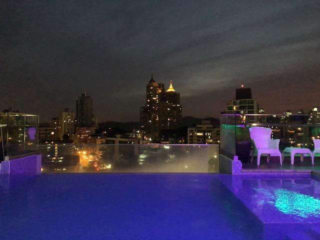 Panama by night depuis la piscine de notre hôtel