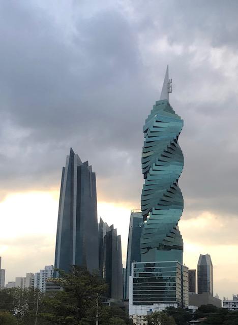 Retour à Panama, vue sur la Révolution tower