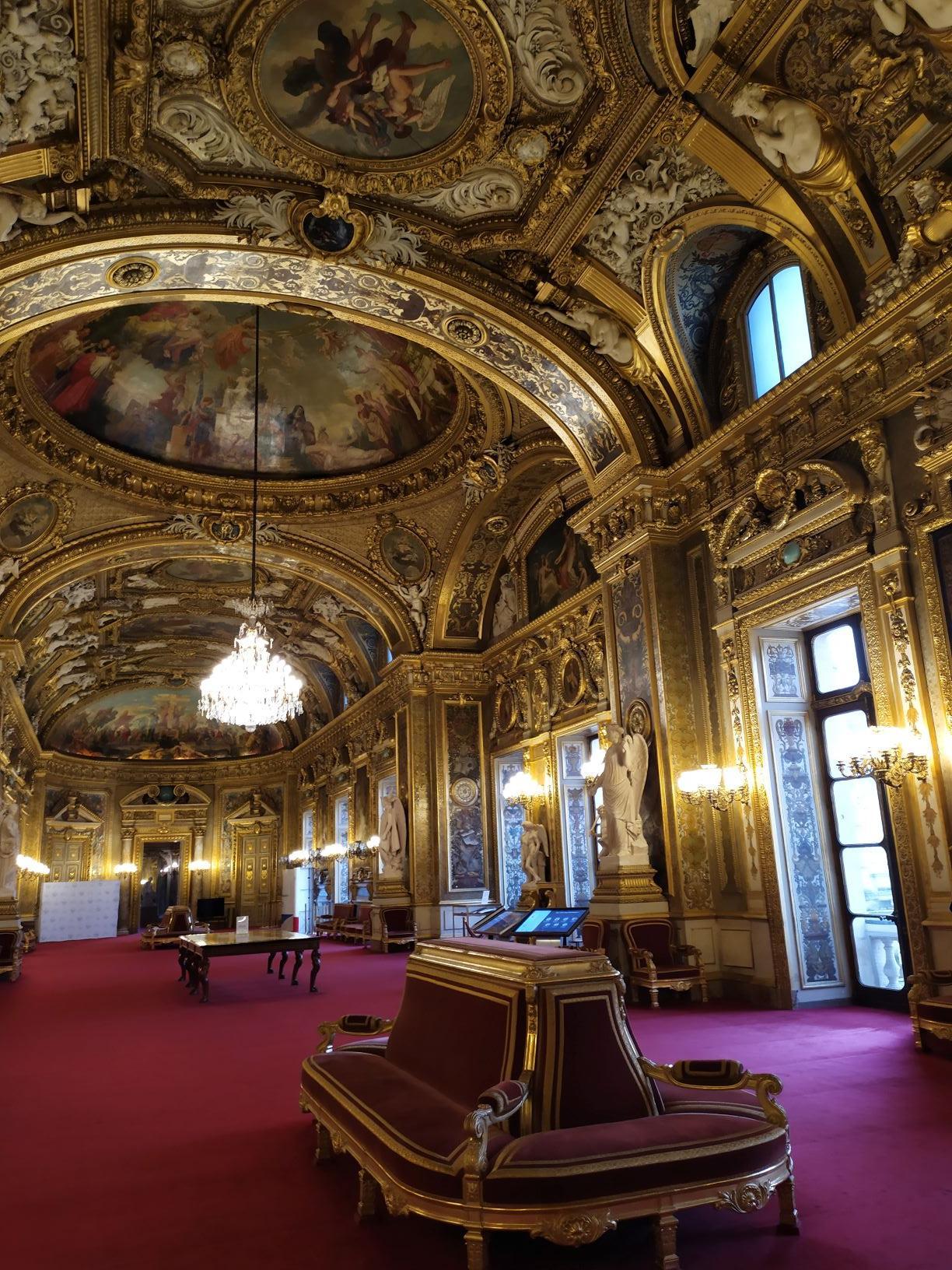 Sous les Ors de la République !! Somptueuse salle des conférences!